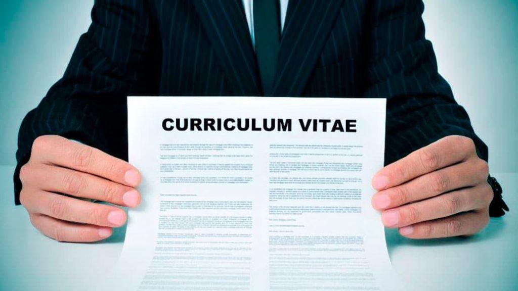 Mẫu CV tiếng Anh - Cách viết CV ấn tượng cho sinh viên mới ra trường