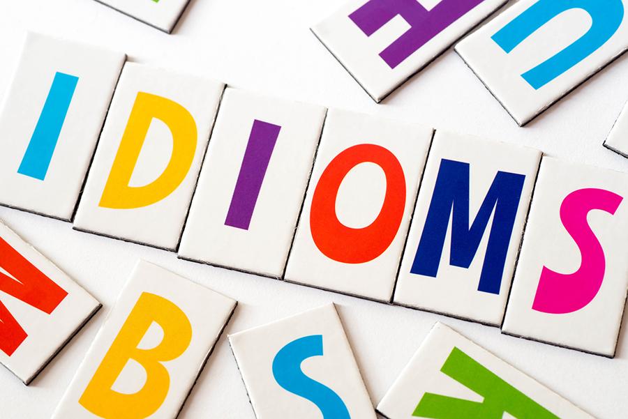 Phân biệt collocation và idioms